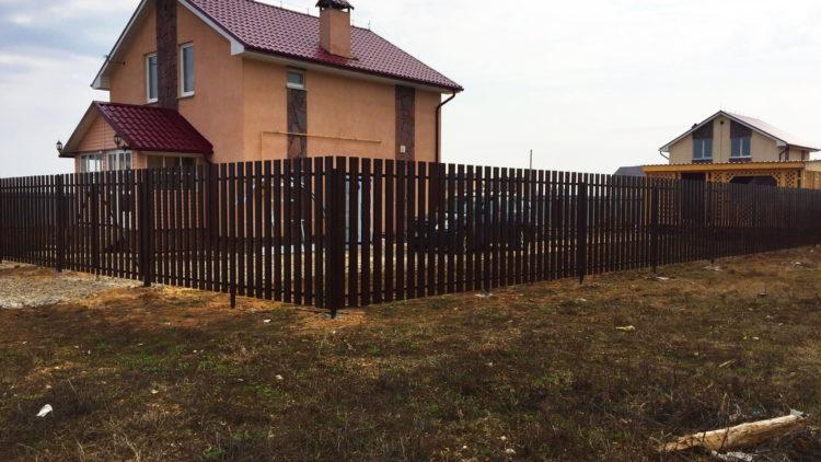 Ограждение из металлического штакетника г. Дедовск